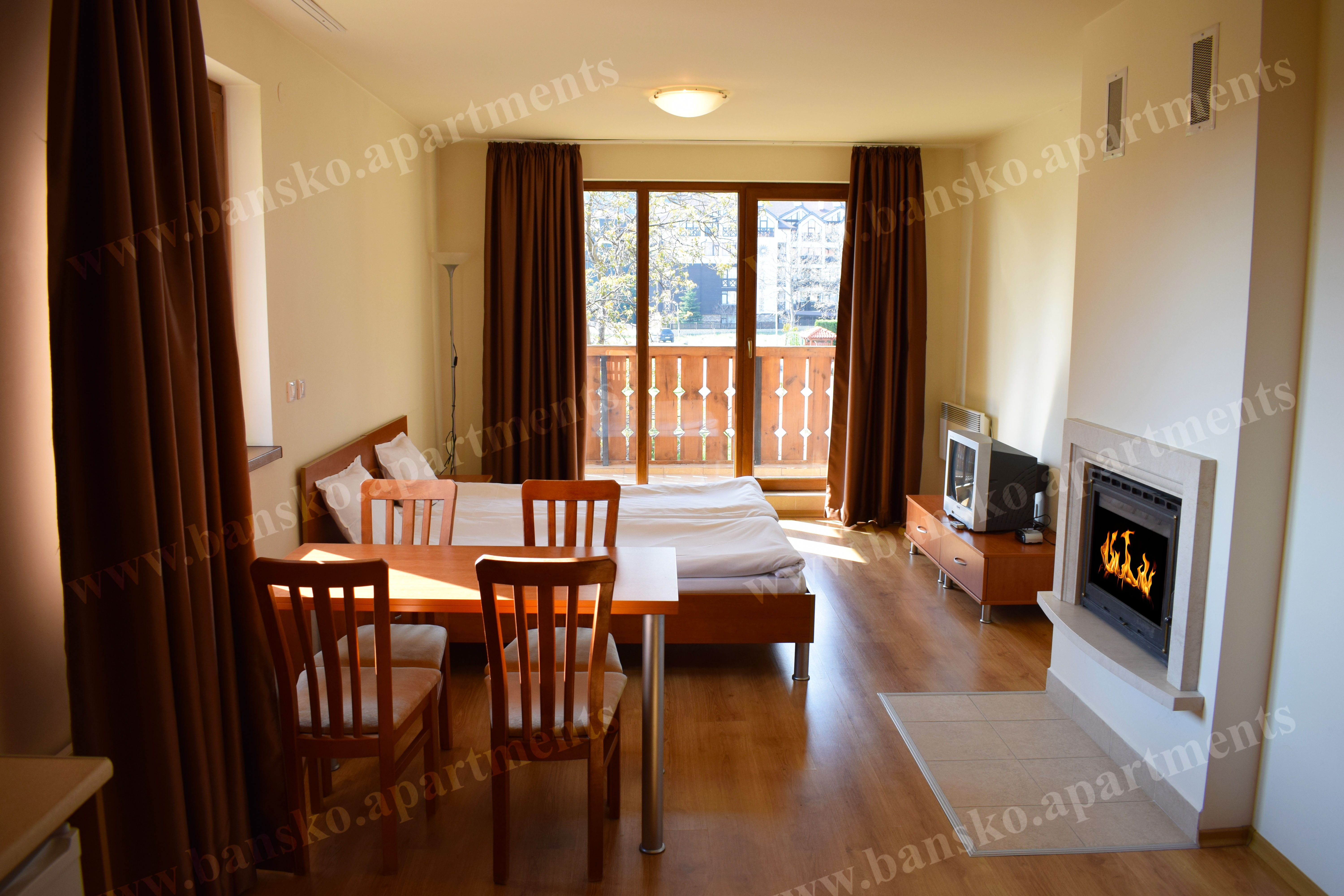 Large studio with a fireplace, New Inn